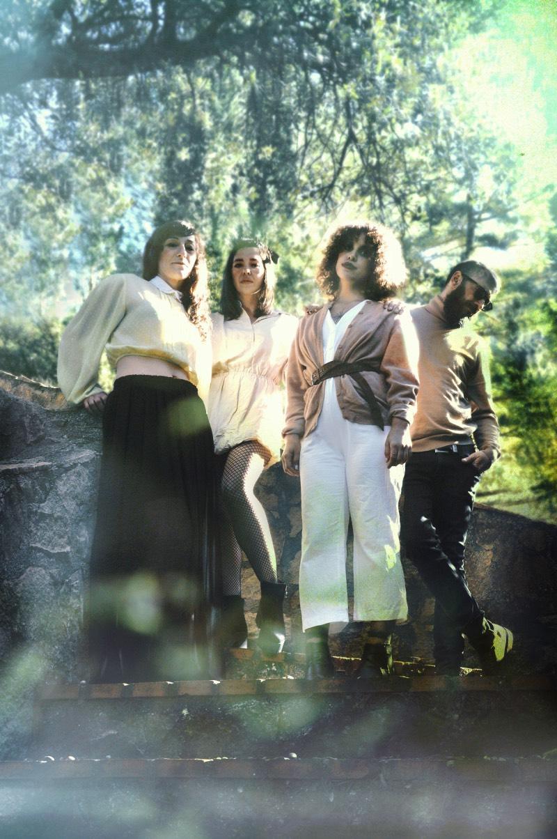 El grupo andaluz Uniforms de gira con Fantasía Moral