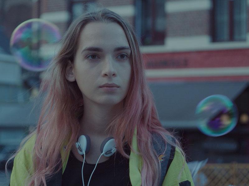 Lola, el viaje intergeneracional de la chica trans
