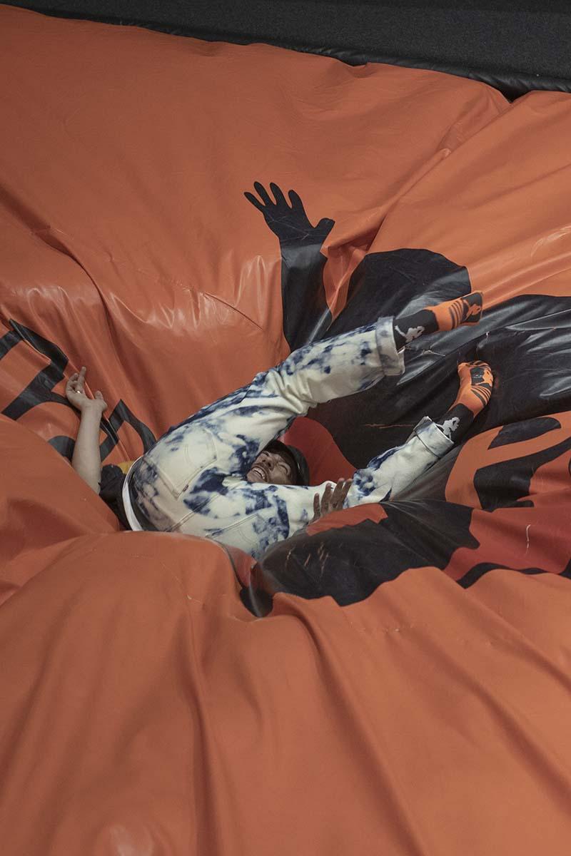 Bazofia no sabe nada (de nada) en su nuevo videoclip