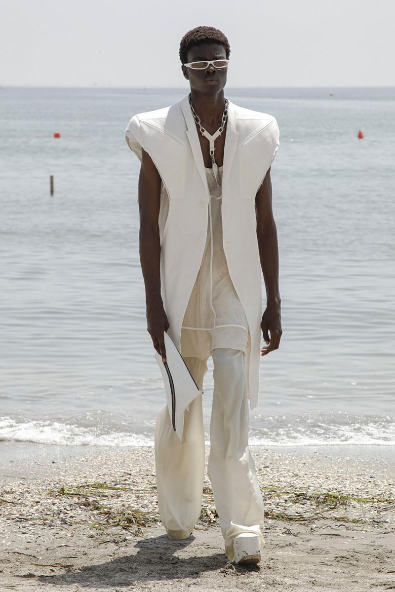 Rick Owens SS22 en Paris Fashion Week: Fogachine