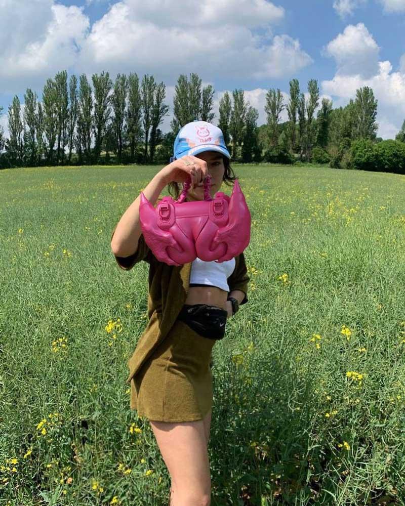 Masha Batsea, la artista digital también hace bolsos