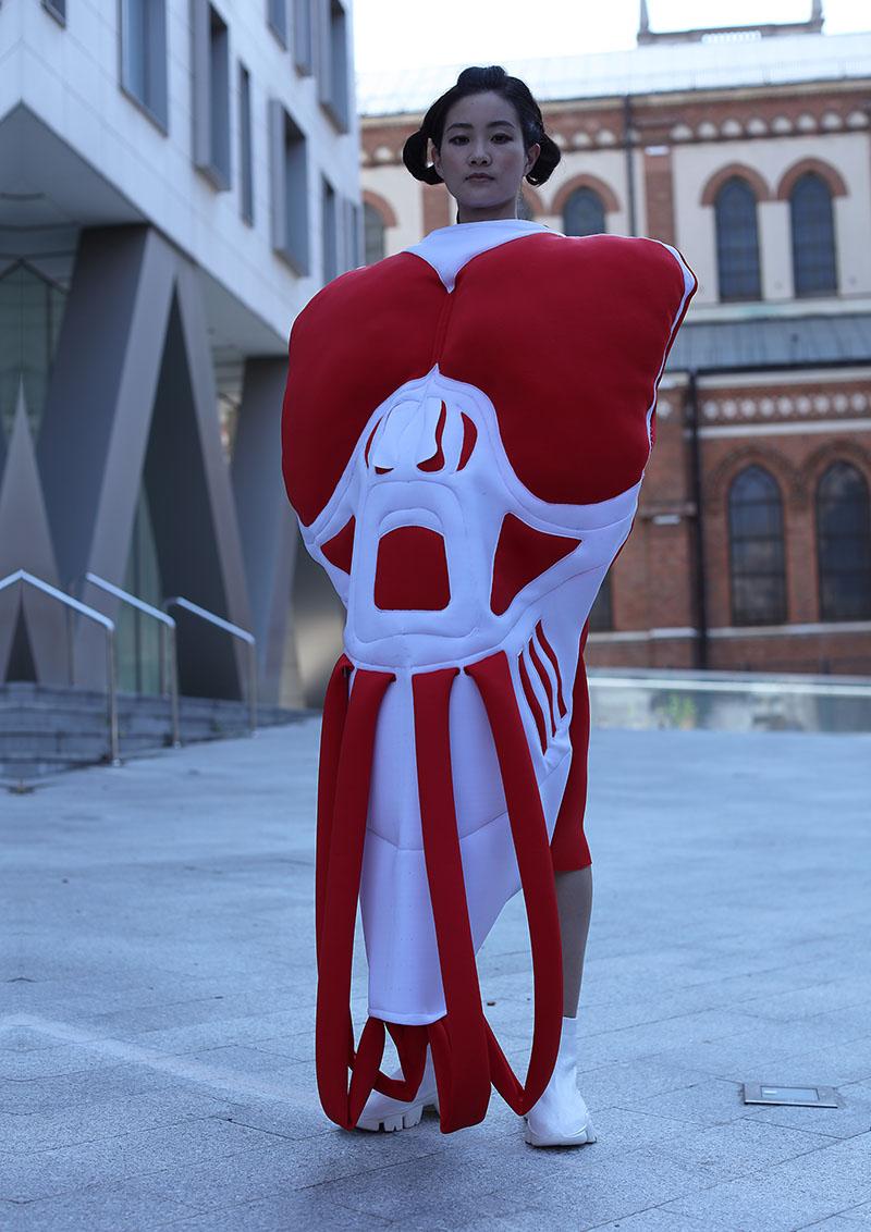 Carmen Emanuela Popa AW22 en London Fashion Week: Fusion
