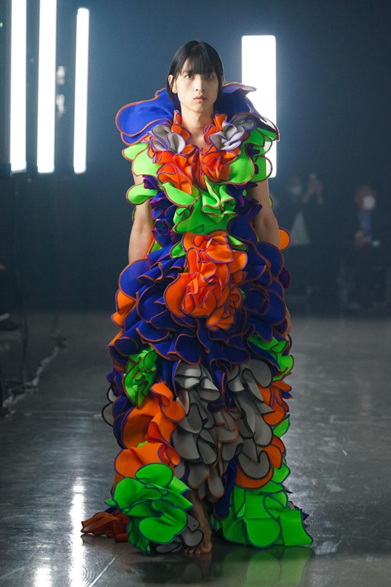 Ryunosuke Okazaki SS22 en Rakuten Fashion Week Tokio
