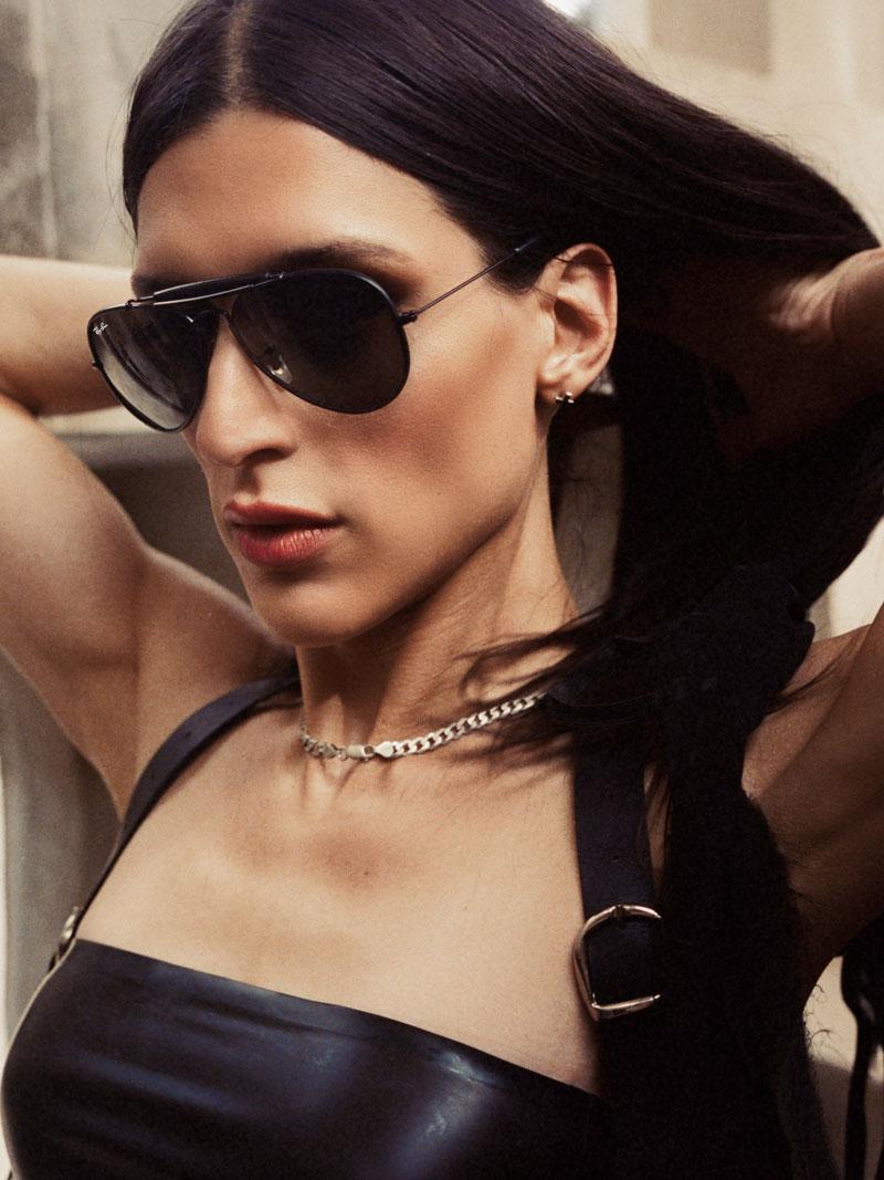 Arca y sus originales gafas Ray-Ban Aviator