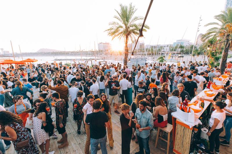 la ultima fiesta del verano aperol barcelona chiringuito