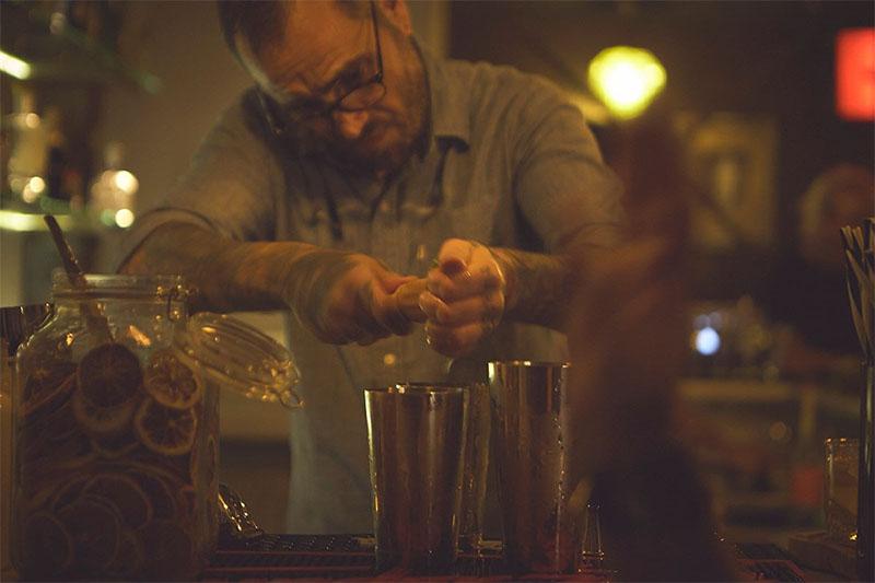 Coctelería Easy Bolo: tragos en el sótano del restaurante Surya