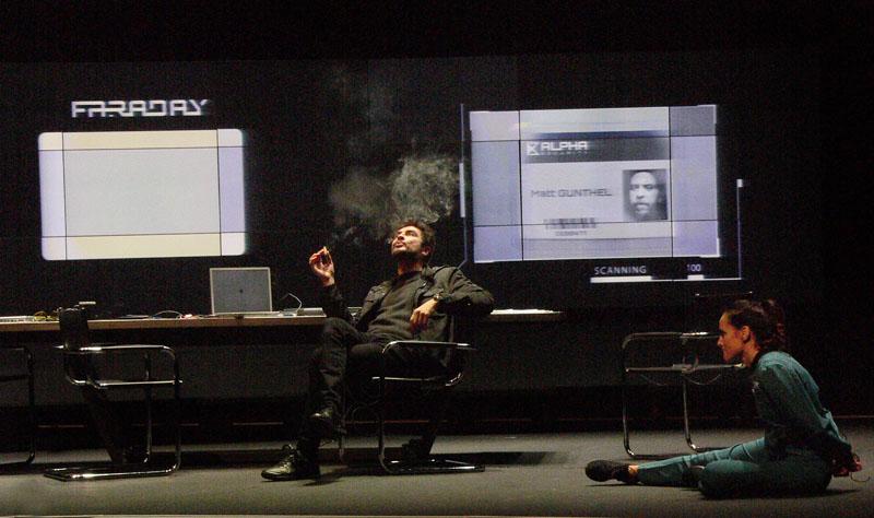 Faraday (El buscador), teatro a lo Black Mirror