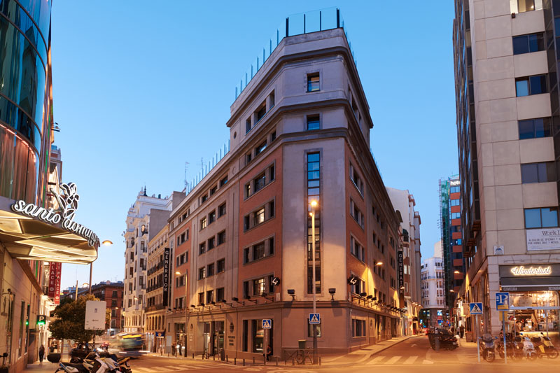 Invitación a la fiesta Generator hostel Madrid