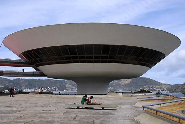 Persiguiendo a Niemeyer en Brasil