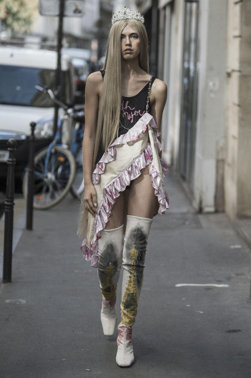 Neith-Nyer-ss19-01 Neith Nyer SS19 desfila en las calles de París