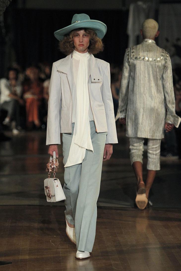 Palomo Spain modelo traje blusa blanca