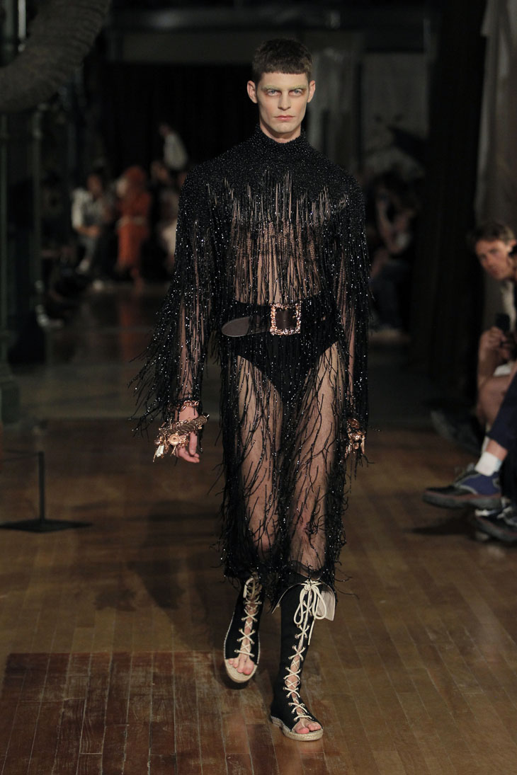 Palomo Spain modelo traje semitransparentes
