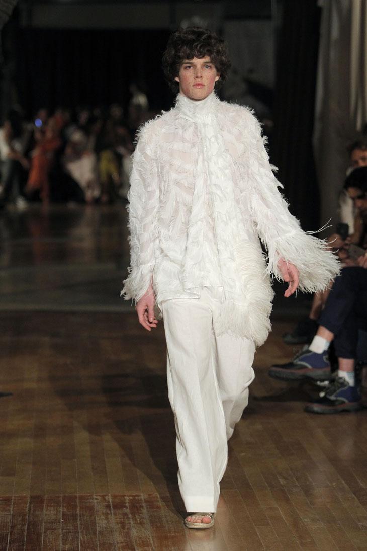 Palomo Spain modelo traje blanco flecos