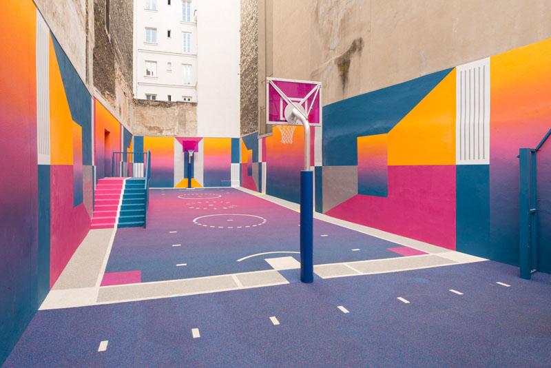 Pigalle e Ill-Studio colorean una cancha de baloncesto