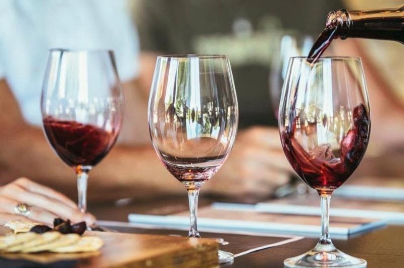 Propaganda 12: beberse Italia en copa de vino