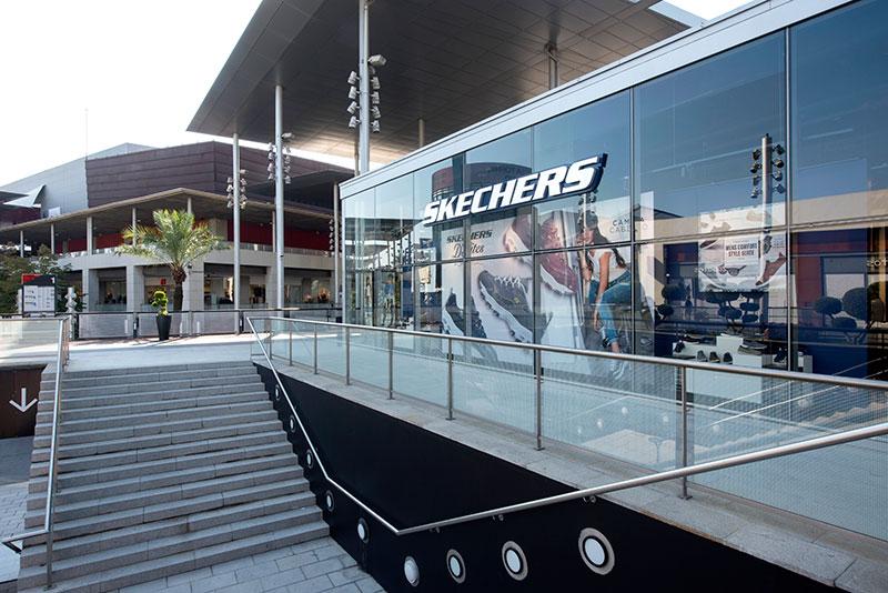 nicotina puerta Seminario  Nueva Tienda Skechers en Barcelona, en el Maquinista