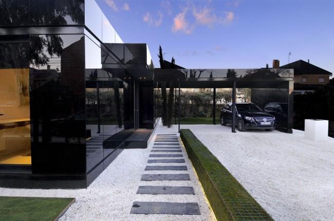 MODULAR GLOSSY HOUSE
