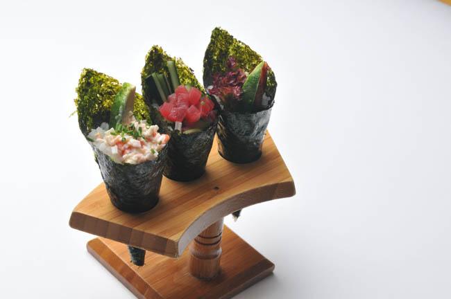 YOSHI-SUSHI & JAPANESE GRILL