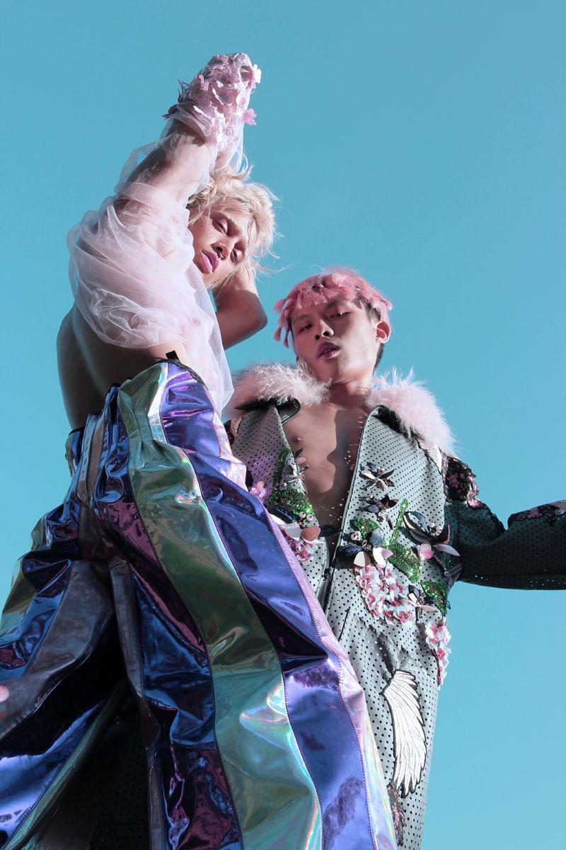 Moda iridiscente: Dâvium x Santa K. y Senpai