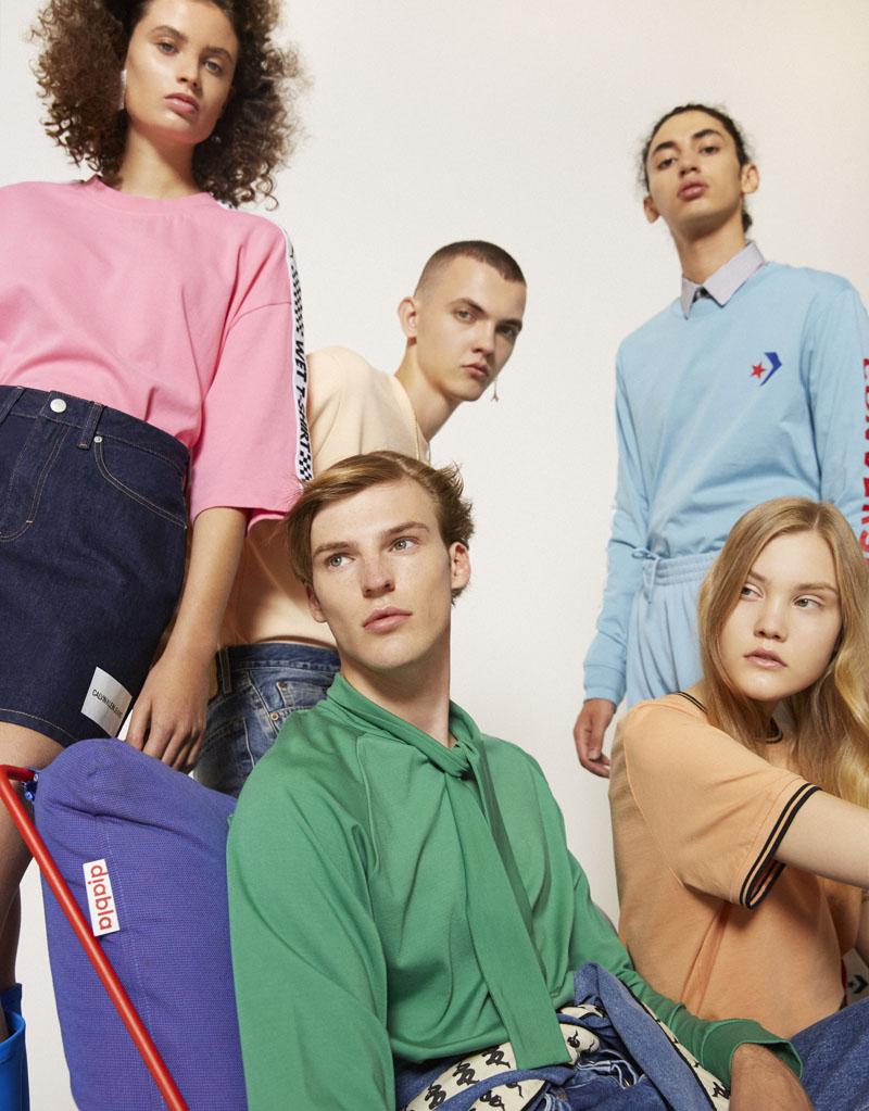 Editorial moda neo2 Antartica foto de grupo