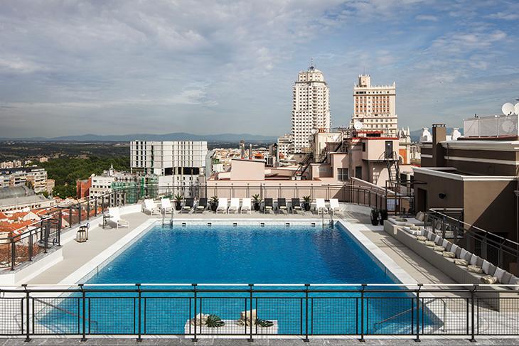 La terraza del hotel emperador con piscina y en el centro de madrid - Piscina hotel emperador ...