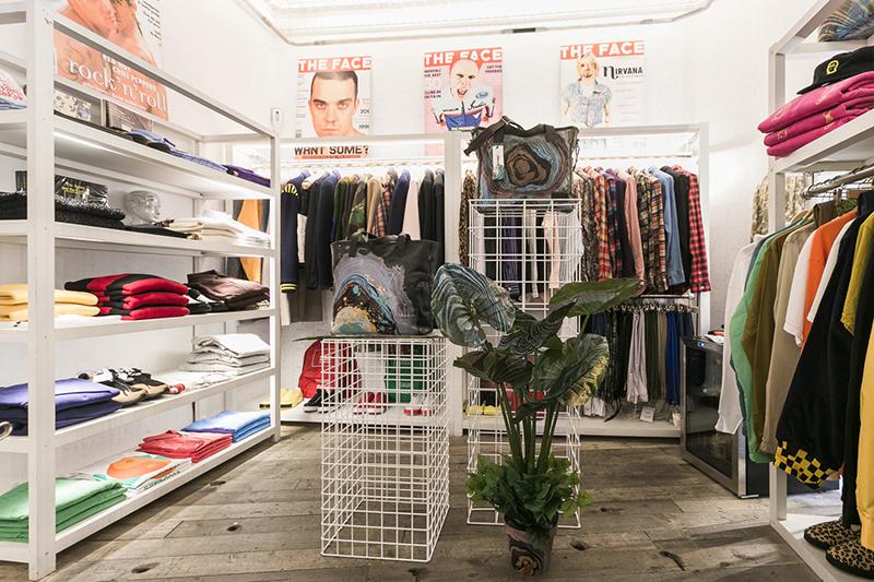 Max Rippon X Eastpak en espacio Mini shop
